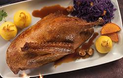 1/2 Freiland Gans - Sous Vide vorgegart mit Klößen, Rotkraut und Sauce.
